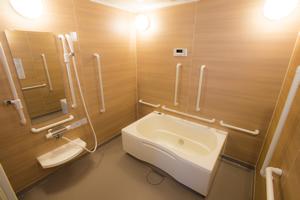 3方向介助型浴槽